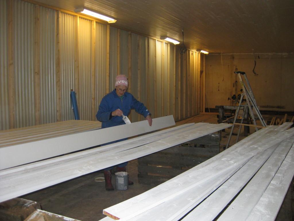 3 feb.och Svea målar fönsterfordringar.